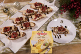 Crostini with Brie, Roasted Red Peppers, and Pear